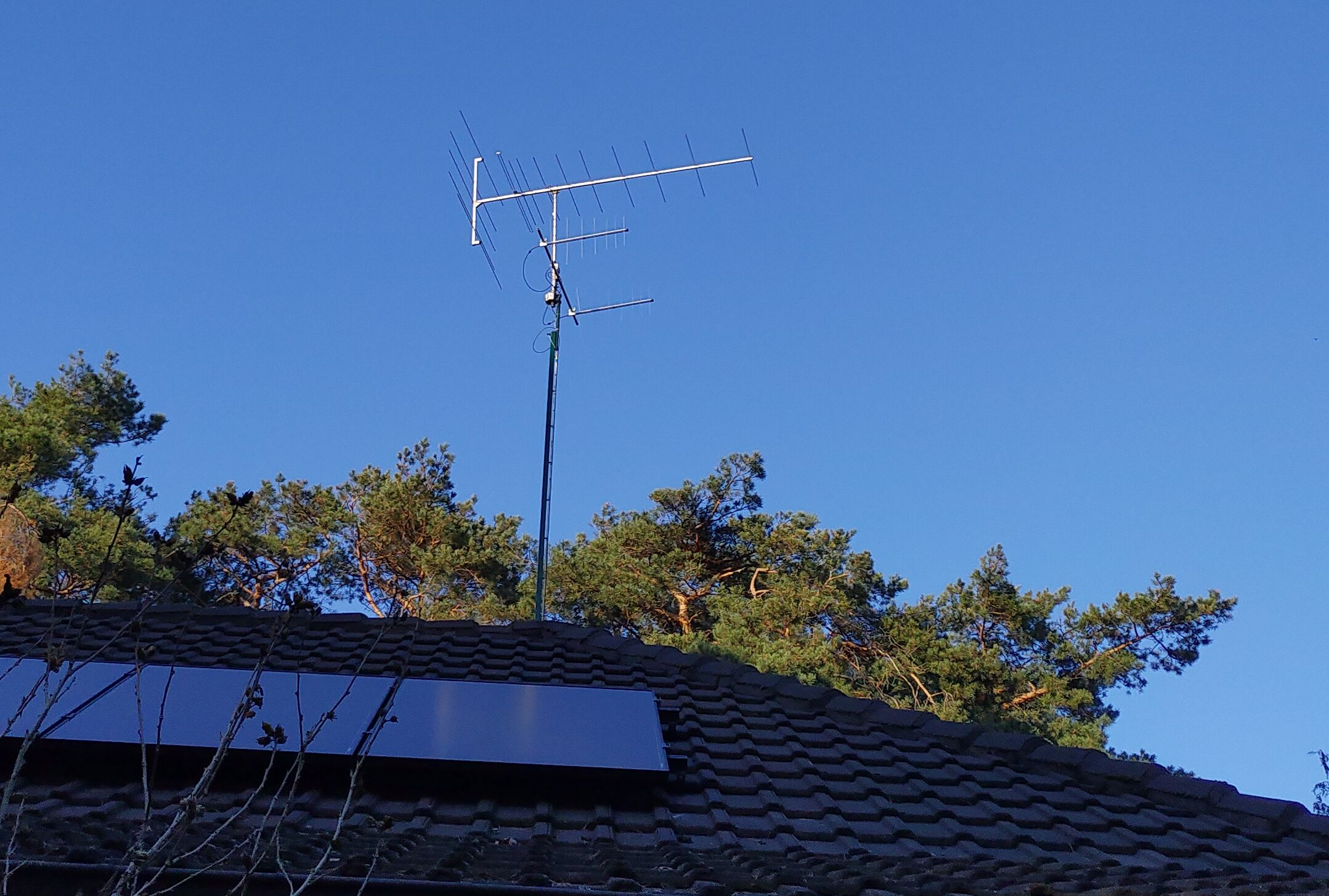 New set-up - stacked logpers beneath the Körner FM antenna.